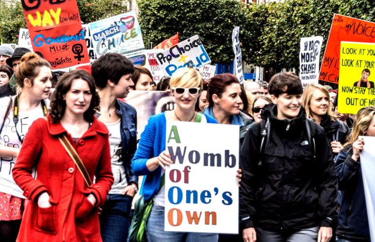 Berlin: eine Demo gegen Abtreibung und sechs Gegendemos