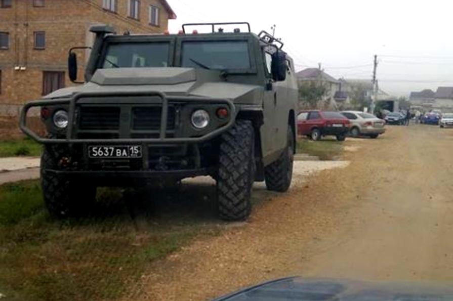 В Крыму силовики допрашивают людей в мечети