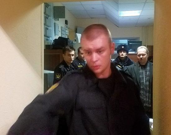 Очередной суд над главредом KozaPress завершился задержанием активиста партии «Яблоко»