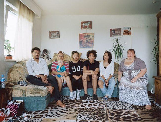 Во Франкфурте-на-Майне проходит выставка об опыте чернокожих, евреев и мигрантов после падения стены