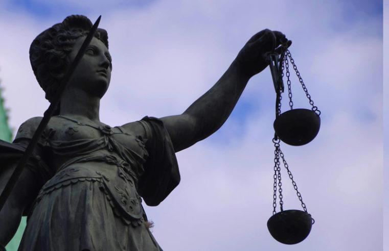 Das Gericht verhängte 2000 Rubel einer Geldstrafe gegen den Aktivisten, der inhaftiert und von der Polizei bei einer öffentlichen Anhörung geschlagen wurde
